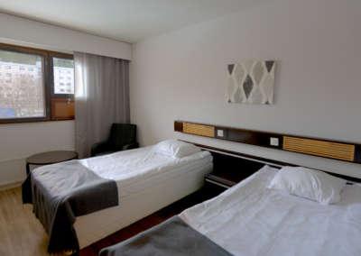 Kivitasku Standard Room Beds and Window